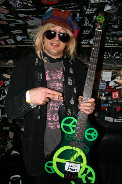 Chip Z Nuff Has A New Custom Mudd Zulu Bass Mudd Guitars